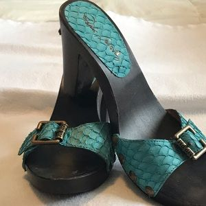 High heeled turquoise snake skin Made Spain